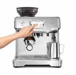 """רק 3550 ש""""ח מחיר סופי כולל הכל עד דלת הבית למכונת הקפה + מטחנת פולים המקצועית המדהימה Sage SES880BSS הכוללת מסך טאץ!! בארץ הדגם הישן ללא מסך הטאץ עולה יותר!!"""
